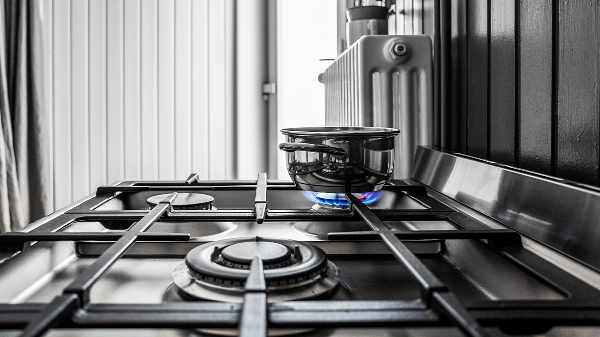 Common Commercial Gas Cooktop Problems & Cleaning Practices