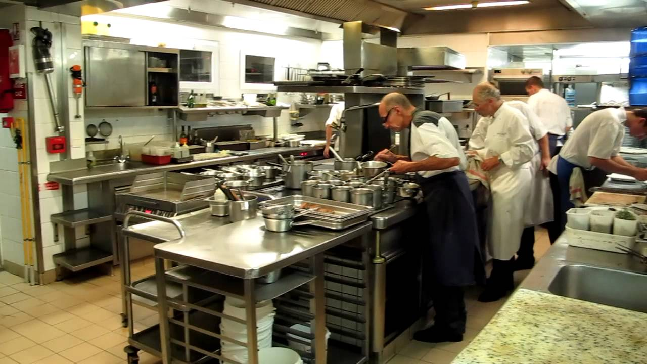 All you wanted to know about Shelves, Sinks and Benches in a commercial kitchen